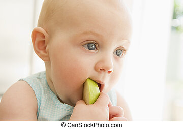 baby ätande, äpple, inomhus