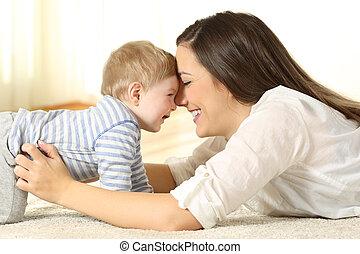 baby, aanhankelijk, haar, moeder