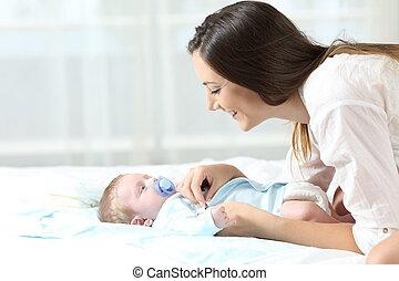 baby, aankleding, moeder, haar, zoon