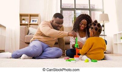 baby dochter, spelend, thuis, gezin, afrikaan