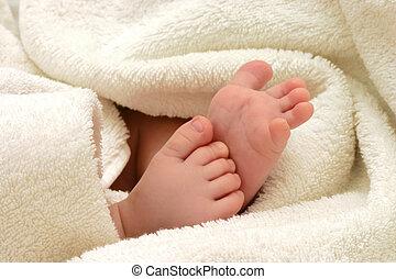 baby feet in towel
