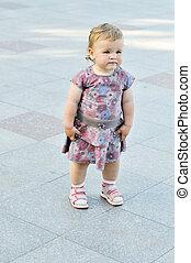 baby girl wants to walk