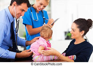 baby, het onderzoeken, meisje, mannelijke arts