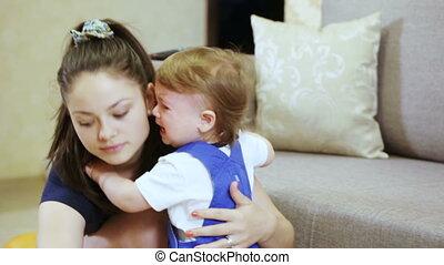 baby, het troosten, het schreeuwen, moeder