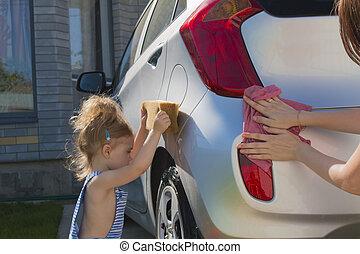 baby, hjælper, mor, vask, automobilen