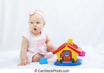 baby, is, spelen met speelgoed, op, witte achtergrond