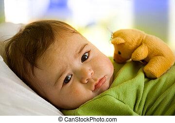 baby jongen, met, speelbal, beer