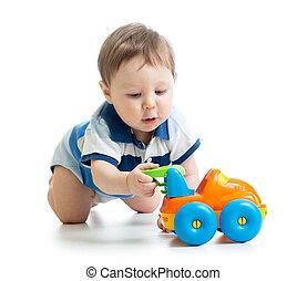 baby jongen, spelend, met, auto, speelbal