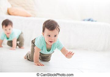 baby- junge, zwilling, krabbelnd