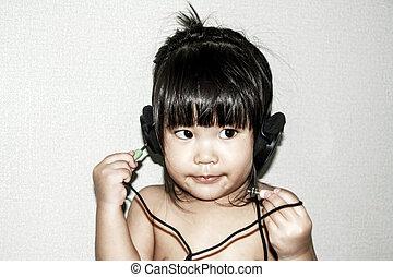 baby listen music from headphone