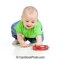 baby meisje, spelend, met, muzikalisch, toy., vrijstaand, op wit, achtergrond