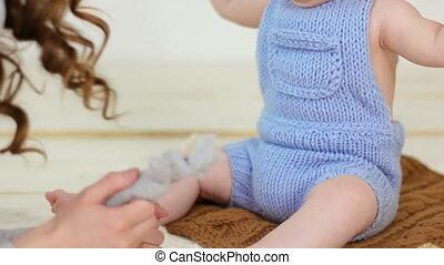 baby meisje, spelend, moeder