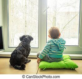 baby met, dog, kijken door, een, venster, in, winter