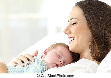 baby, moeder, blij, haar, slapende