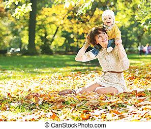 baby, moeder het spelen, haar, het charmeren