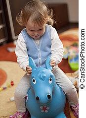 baby, paardrijden, een, speelgoed paard