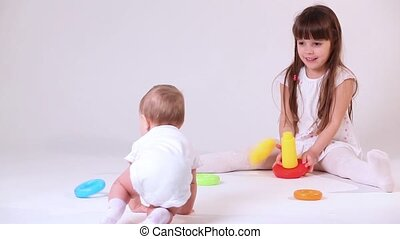 Baby play with sister