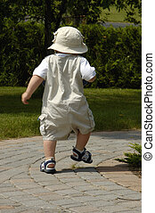 baby pojke, vandrande