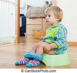 baby potta, grön, sittande