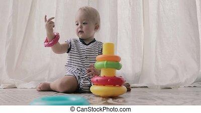 baby, schattige, spelend, speelgoed
