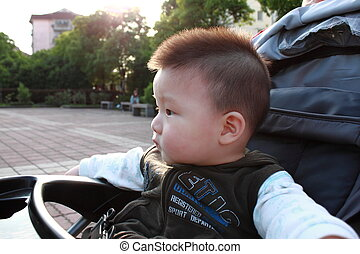 baby sit in the stroller