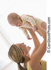 baby, smil, indendørs, holde, mor