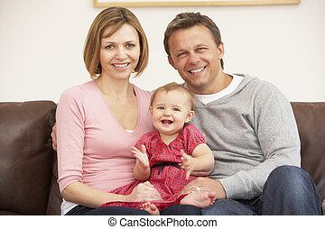 baby, soffa, dotter, föräldrar