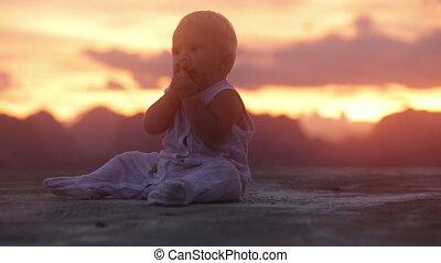 baby sunset mountain eat