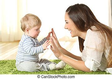 baby, tapijt, spelend, haar, moeder