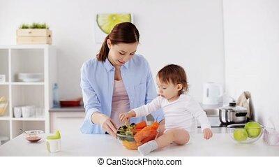 baby, thuis, groentes, keuken, moeder