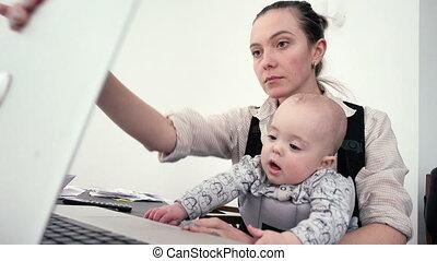 baby, thuis, haar, werkende moeder