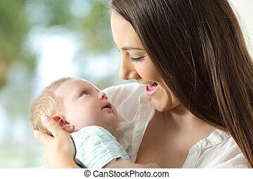 baby, trots, vasthouden, haar, moeder