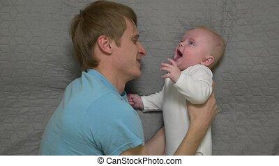 baby, vader, het koesteren
