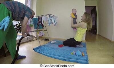 baby, vader, schoonmaken, vloer