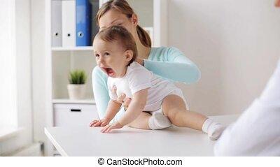 baby, vrolijke , kliniek, vrouw arts