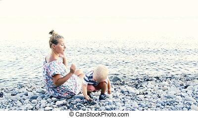 baby, vrolijke , strand, haar, moeder
