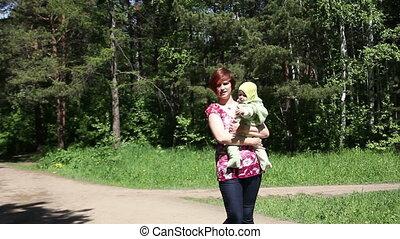 baby, wandelende, park, moeder