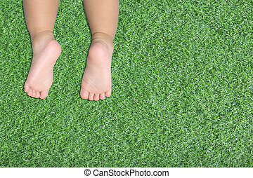 baby's feet on artificial turf - baby's feet on green grass...