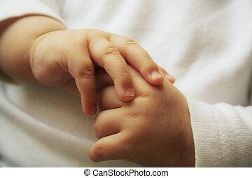 babys, mains
