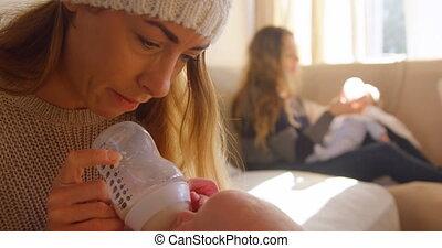baby's, melk, paar, lesbische , hun, 4k, het voeden