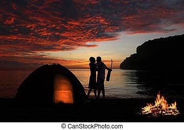 baciare, coppia, falò, spiaggia, campeggio