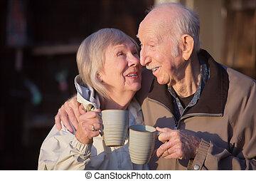 baciare, donna senior, marito