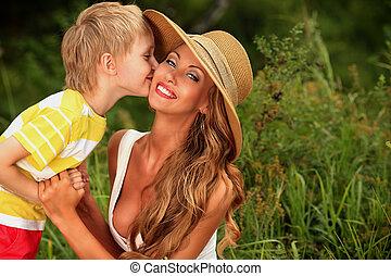 baciare, mamma