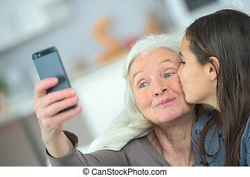 bacio, nonna