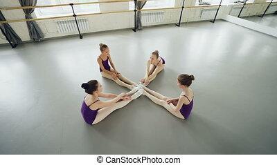 back., balet, rozciąganie, kąt, załamuje, podłoga, head-to-knee, concept., tancerze, choreografia, wysoki, elastyczność, studio, chronometraż, elastyczny, posiedzenie, nogi, prospekt