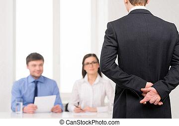 back, op, idee, vingers, werk, gekruiste, behind., interview, afsluiten, het liggen, man