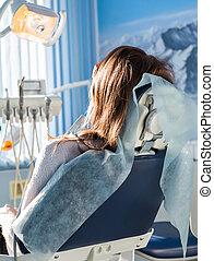 back, patiënt, kantoor, zittende , dentaal, bezoeken, stomatology, jonge, kliniek, tandarts, chair., vrouwlijk, aanzicht