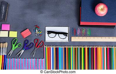 back to la escuela, suministros, colocado, en, erased, negro, pizarra