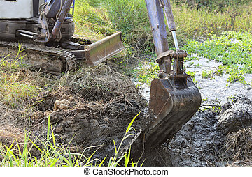 Backhoe digging mud and weed. - Close up of dirty bucket of ...