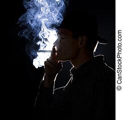 backlit, mann- rauchen, a, zigarre, oder, zigarette, mit,...